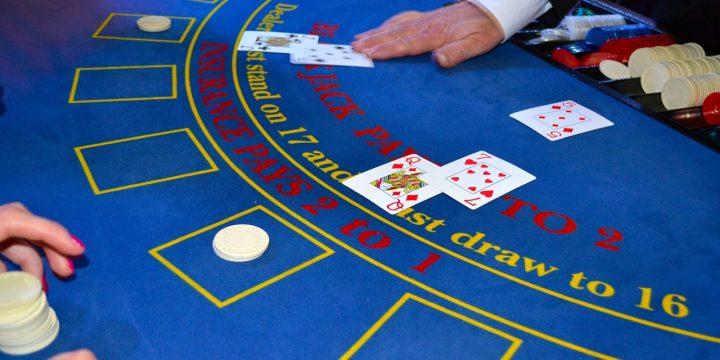 スマホがあればいつでもどこでもプレイ可能!オンラインカジノの注意点について